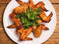 Запържени пилешки крилца с кока кола и соев сос печени на фурна